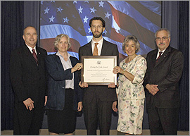 photo of FEMP Staff who won 2007 White House Closing the Circle Award