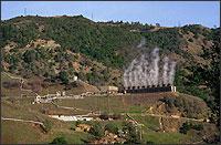 Foto de uma usina de energia geotérmica