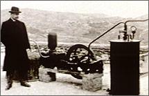 A primeira produção de energia geotérmica, em Larderello, Itália, em 1904.